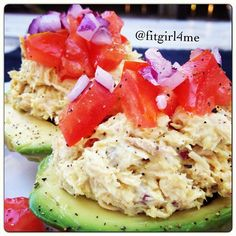 Avocado bowls stuffed with tuna salad, topped with red onion and tomatoes! Perfect no carb meal, full of protein, not to mention incredibly yummy!! I made the tuna with- 1 small can bumblebee albacore tuna, 2Tbs plain Greek yogurt, 1Tsp mustard, & sea salt, pepper, & Mrs dash original- all to taste. So simple, just what I love #flexbowlfridays @famfitfood @ecsince80 @nikiadyson @spoonfuloffit @vmfitness @ponytailpower @freshfitnhealthy @kayleale