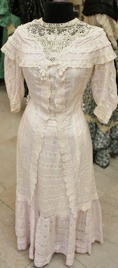 Mauve voile dress with Venice lace and shawl collar from 1908.