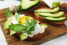 Ukázkový jídelníček: Jak zvýšit příjem bílkovin během dne - Vitalia.cz Avocado Toast, Tofu, Hummus, Baked Potato, Potatoes, Baking, Breakfast, Ethnic Recipes, Diet