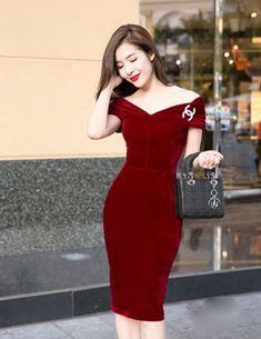 Đầm nhung vai rộng màu đỏ - A9147 Màu sắc: Đỏ Chất liệu: Vải nhung + thun lót Xuất xứ: Việt Nam Kích thước: M/L