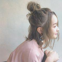 まとめ髪で出かけたいの♡春夏の気分が上がるおしゃれスタイル10選|【HAIR】 Permed Hairstyles, Pretty Hairstyles, Love Hair, Great Hair, Short Hair Updo, Short Hair Styles, Ulzzang Hair, Hair Arrange, Beautiful Hair Color