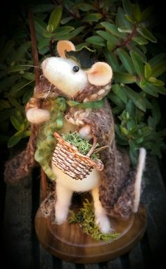 Needle felted Forest Forager Mouse by Eileen Williams of Littlecrafts Needle Felting