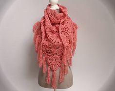 Châle au crochet orange corail   granny square   keffieh au crochet    chèche à franges 3b0441092f9