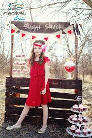 Crafty 2 the Core: ~ Valentine Photo Shoot ~ love the photo booth made from a pallet! Valentine's Day is … Valentine Mini Session, Valentine Picture, Valentines Day Photos, Valentine Theme, Photo Booth Backdrop, Photo Booths, Photo Backdrops, Kissing Booth, Teen Photography