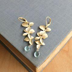 Dangling gold floral earrings - so pretty #wedding #goldearrings #gold #bridalaccessories #jewelry