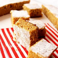 Carrot coconut snacking cake (in Romanian)