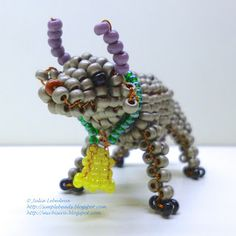 Bull out of seed beads and wire in the technique of 3D beading. Free pattern with detailed tutorial.