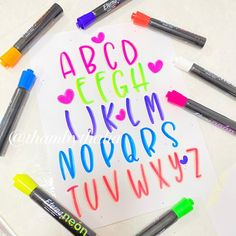Bubble Letters, Hand Lettering Fonts, Pretty Notes, Bullet Journal Art, Letter Stencils, Diy And Crafts, Banner, Doodles, Bujo