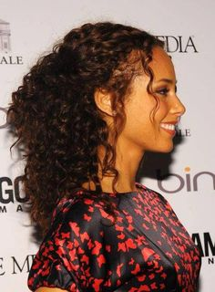 Half-Up Hairstyles That Are Trendy Right Now Attention, curly girls: You can totally show off your spirals while still keeping your hair out of your eyes! Take a page from Alicia Keys' book and leave a few tendrils out in the front for a romantic touch. Curly Hair Styles Easy, Curly Hair Updo, Curly Hair Cuts, Kinky Hair, Short Curly Hair, Medium Hair Styles, Natural Hair Styles, Long Hair Styles, Wavy Hair