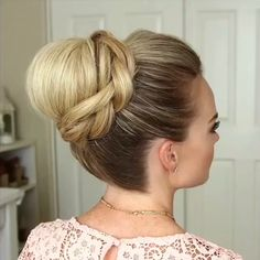 Glam Updo Style Tutorial For Wedding! Frisuren The post Glam Updo Style Tutorial For Wedding! Frisuren appeared first on Frisuren. Updo Styles, Curly Hair Styles, Natural Hair Styles, Cute Hairstyles, Braided Hairstyles, Wedding Hairstyles, Hairstyle Ideas, Layered Hairstyles, Hair Videos
