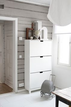 Love this grey and white room | STÄLL shoe cabinet spotted on CaisaK