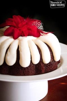 Chocolate Chocolate Chip Nothing Bundt Cake is rich, moist, and delicious! Our recipe tastes just like the cake you can get at the shop.This Chocolate Chocolate Chip Nothing Bundt Cake is rich, moist, and delicious! Our recipe tastes just like the cak. White Chocolate Raspberry Cake, Chocolate Chip Cake, Chocolate Chocolate, Chocolate Pudding, Delicious Chocolate, Chocolate Cupcakes, Chocolate Desserts, Decadent Chocolate, Food Cakes