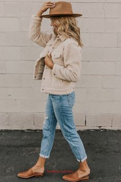 fall outfits fashionista Outfits 2019 Outfits casual Outfits for moms Outfits for school Outfits for teen girls Outfits for work Outfits with hats Outfits women Looks Style, Looks Cool, Style Me, Today's Fashion Trends, Fashion Outfits, Fashion Ideas, Fashion Brands, Fashion Hats, Fashion Clothes