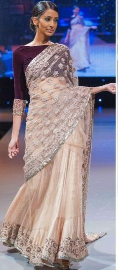 boat neck blouse works well if you are not heavy on your bust if you are keep it deep and round Purple and beige is perfect for Fall. Pakistani Dresses, Indian Dresses, Indian Outfits, Indian Blouse, Indian Sarees, Indian Attire, Indian Ethnic Wear, Ethnic Fashion, Asian Fashion