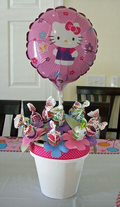 Lollipop centerpiece --- Cute idea without the hello kitty balloon Hello Kitty Centerpieces, Lollipop Centerpiece, Hello Kitty Baby, Hello Kitty Themes, Kitty Party, Hello Kitty Birthday Party Ideas, 4th Birthday Parties, Birthday Fun, Birthday Ideas