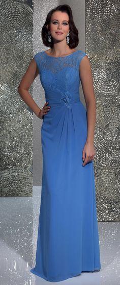 Isabel de Mestre - Evenings Abendkleider Kollektion 2016 (Art.15E037): Langes Abendkleid in Hellblau mit Spitze für Hochzeitsgäste.