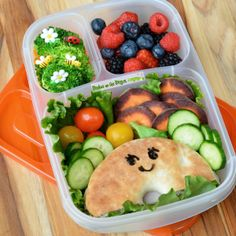 Adorable Bagel Thin with tons of fresh fruits & veggies packed for lunch! | packed in @EasyLunchboxes