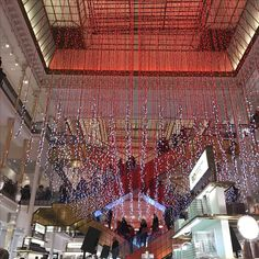 "The department store ""Le Bon Marché"" and its Christmas decorations!"