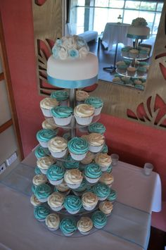 Bright aqua and white wedding cupcakes | White choc mud cupc… | Flickr