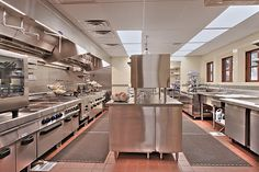 this kitchen is in a house, not a restaurant. Restaurant Kitchen Equipment, Restaurant Kitchen Design, Architecture Restaurant, Restaurant Exterior, Prep Kitchen, Kitchen Layout, Camping Kitchen, Camping Cooking, Viking Kitchen