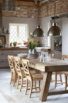 Modern kitchen lamps provide for exquisite kitchen lighting - Wood ideas Rustic Kitchen Design, Dining Room Design, Dining Room Table, Dining Area, Kitchen Industrial, Industrial Table, Industrial Interiors, Dining Rooms, Light Wood Dining Table