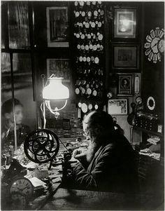 birdsong217:  Brassai L'horloger de la rue Dauphine, 1932/33