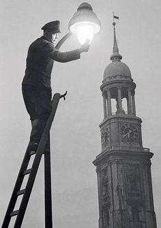 Laternenwärter der Gaswerke, Foto Germin 1951