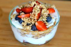Breakfast sundae parfait. 448 kcal. Portion size http://www.fitlessflavor.com/week-6-meal-plan/