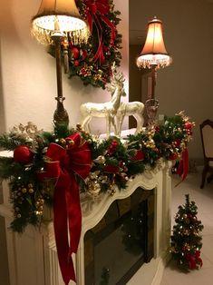 Diy Christmas Fireplace, Christmas Mantels, Noel Christmas, Outdoor Christmas, Simple Christmas, Christmas Wreaths, Christmas Design, Christmas Ideas, Homemade Christmas