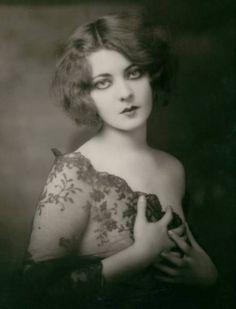 1920's ~ Ziegfeld Follies dancer Marion Benda / śliczna