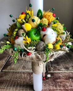 Lumanare de botez de primavara cu buburuze. Concept si realizare Alexandra Crisan | Aleksandra - atelier floristic My Design, Floral Design, Baptism Candle, Yellow Weddings, Christmas Wreaths, Wedding Flowers, Baby Shower, Candles, Wallpaper
