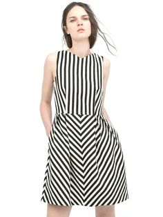 Shop Vertical Stripes V-Neck Sleeveless Pleated Dress online at Jollychic,FREE SHIPPING!
