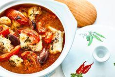 Fischsuppe mit Tomaten und Oliven