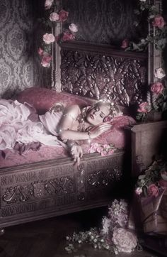 Sleeping Beauty (Dude, wouldn't a Fairy Tale AU with Roxy as Aurora be awesome! Foto Fantasy, Fantasy World, Fantasy Art, Art Magique, Briar Rose, Fantasy Photography, Pastel Photography, Artistic Photography, Belle Photo