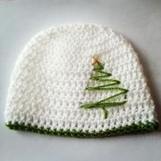 Crocheting: Christmas hat