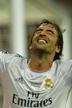ImageFind images and videos about real madrid, bye and raul gonzalez on We Heart It - the app to get lost in what you love. Pure Football, Real Madrid Football, Best Football Team, Good Soccer Players, Football Players, Raul Real Madrid, Equipe Real Madrid, Real Madrid Players, Football Highlight