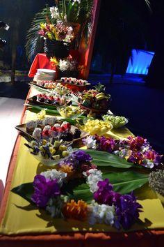 How to Throw a Hawaiian Theme Party
