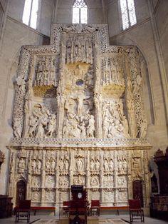 Alquézar,Catedral y se encuentra rematada por un bellisimo retablo de Damian Forment, de finales del s.XV Huesca Spain