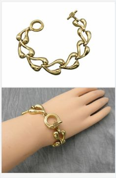 Simple, but beautiful is this attractive Givenchy chunky gold link bracelet. The perfect piece to show off your funky, trendsetting minimalist style.