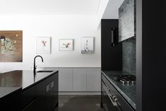 Gallery Of Urban House By Robeson Architects Local Australian Design And Interiors Shelton Park, Wa Image 4 Black Kitchens, Home Kitchens, Interior Design Jobs, Minimal Kitchen, Residential Architect, Contemporary Architecture, Black House, Service Design, Interior Inspiration