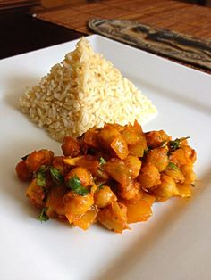Recipe for Chick Peas Curry (Chana) - learn how to make this basic Indian curry with just 10 key ingredients! #BigAppleCurry