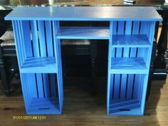 Crate desk From Joanne's Fabric; the top is pine and the shelves pine Crate Desk, Crate Shelves, Cool Tables, Creation Deco, Diy Pallet Furniture, Wooden Crate Furniture, Wood Crates, Diy Desk, Trendy Bedroom