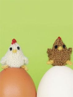 I would never have the patience to make these, but they are ADORABLE!!! Teeny Little Knit Chickens