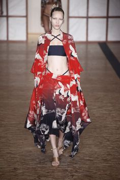 Verão 2017 de Lenny Niemeyer é inspirado no Japão - Vogue | Desfiles