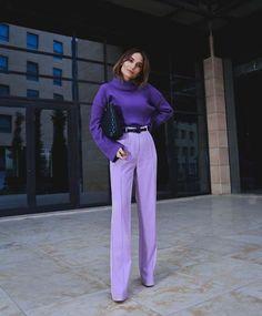 Purple Outfits, Colourful Outfits, Colorful Fashion, Purple Fashion, Purple Pants Outfit, Purple Sweater, Mode Monochrome, Monochrome Fashion, Look Fashion