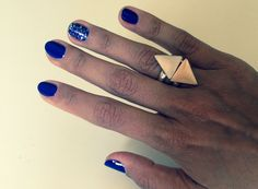 #manicura #azul #purpurina #manicure #blue #glitter http://amisqueridasmujeres.blogspot.com.es/ https://www.facebook.com/redlipsmakeup?ref=hl http://redlipsmakeupstudio.com/