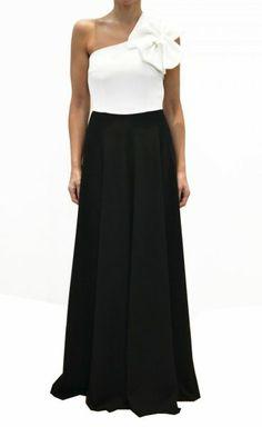 Vestido de fiesta asimetrico largo en color blanco y negro con adorno el hombro, clásico y muy elegante.