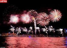 Z Evropy se v noci převalil za velkou louži - iDNES. New Years Eve Fireworks, Best Fireworks, New Year's Eve Celebrations, New Year Celebration, Happy New Year Everyone, Happy New Year 2020, New Year In Scotland, Edinburgh Hogmanay, New Years Hat