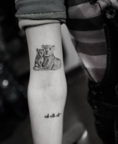 Motherly love for Chiara Ferragni. Motherly love for Chiara Ferragni. Mommy Tattoos, Mom Baby Tattoo, Tattoo Mama, Cubs Tattoo, Mother Son Tattoos, Tattoo For Son, Baby Tattoos, Family Tattoos, Tattoos For Daughters