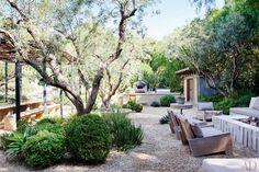 11 Gorgeous Drought-Friendly Landscapes via bar to patio relationship Living Haus, Drought Tolerant Landscape, Dry Garden, Outdoor Kitchen Design, Backyard Kitchen, Outdoor Kitchens, Backyard Chairs, Kitchen Gardening, Gardening Blogs